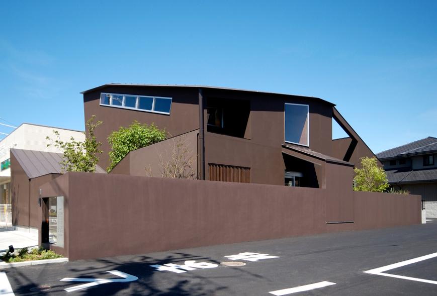 大阪の建築家による耳鼻咽喉科の病院医院クリニックの設計実例 懐かしい素材感による落ち着くデザイン 和歌山県和歌山市