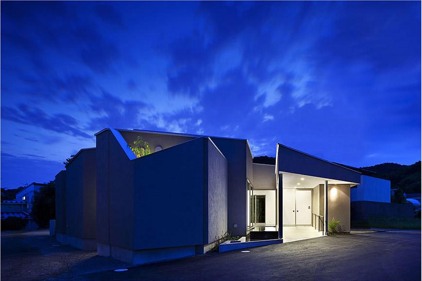 大阪の建築家による病院医院クリニックの設計実例|斜めの造形によるインパクトのあるデザイン