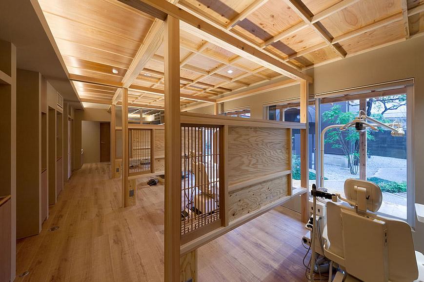 大阪の建築家による歯科医院の設計 歯科クリニックの改装実例 鉄筋コンクリ―ト造の建物の中をリノベーション。既存の障子や欄間を活かした和風の内装。診療室1