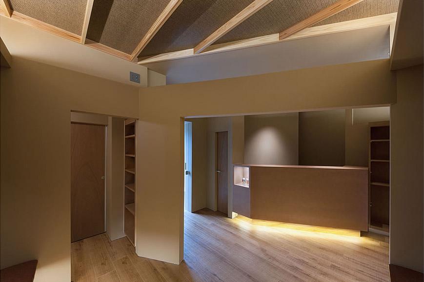 大阪の建築家による歯科医院の設計 歯科クリニックの改装実例 鉄筋コンクリ―ト造の建物の中をリノベーション。既存の障子や欄間を活かした和風の内装。待合室1