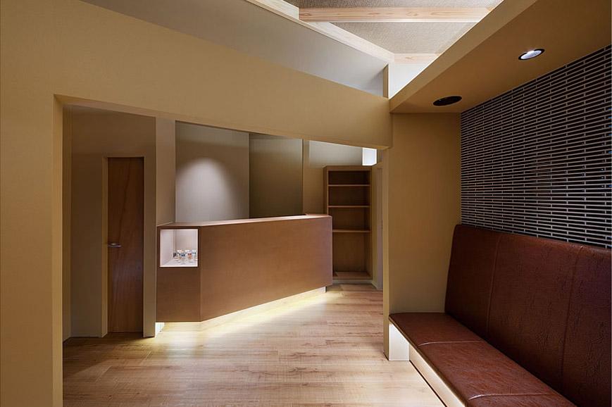 大阪の建築家による歯科医院の設計 歯科クリニックの改装実例 鉄筋コンクリ―ト造の建物の中をリノベーション。既存の障子や欄間を活かした和風の内装。待合室2