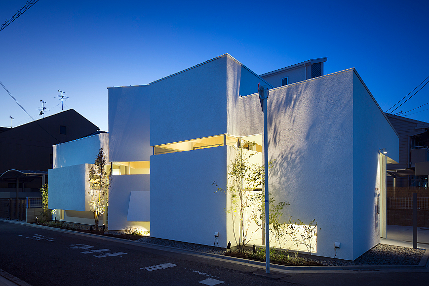 大阪の建築家による歯科医院クリニックの設計実例|斜めの造形によるインパクトがあるデザイン