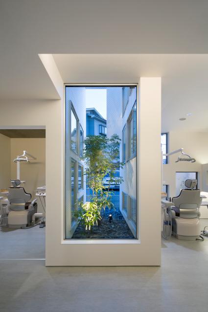 大阪の建築家による歯科医院クリニックの設計の実例|シンプルで清潔感のある診療室1