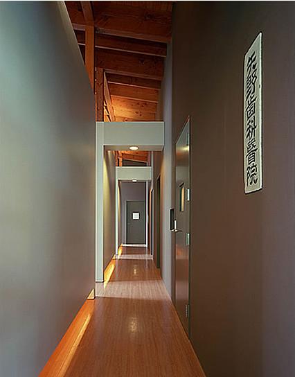 病院医院クリニック設計事例 平岡建築デザイン 矢野歯科医院 廊下 広島県三原市