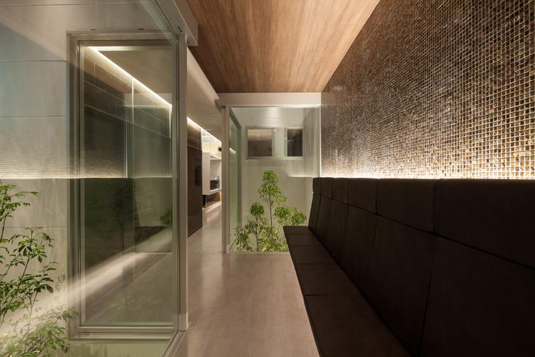 静岡県富士市のとみ美容皮膚科クリニックは東京で病院設計の平岡建築デザインの医院です