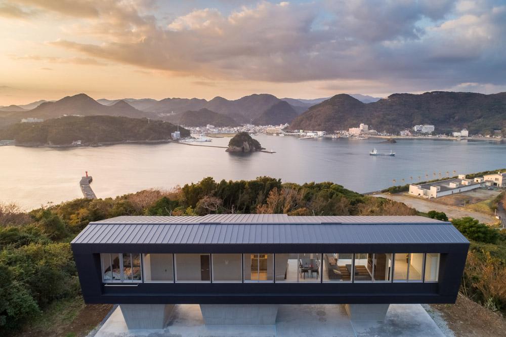 絶景のリゾート風住宅|東京と大阪で設計する建築家の新築03