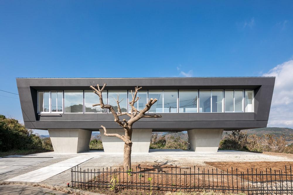 絶景のリゾート風住宅|東京と大阪で設計する建築家の新築01
