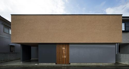 土壁の蔵の愛媛の中庭格子住宅設計