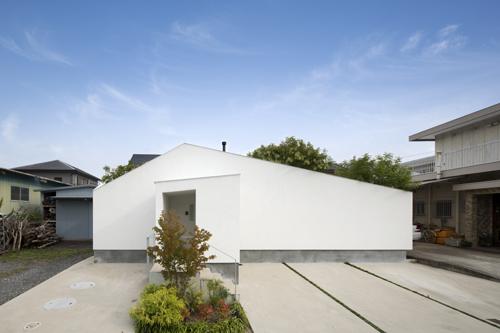 コートハウスの中庭植栽は和歌山の湯浅の平屋住宅設計
