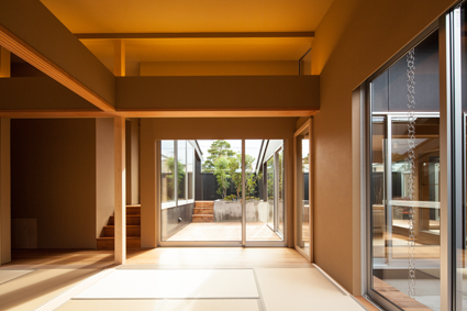 平屋と中庭の福井の段差のある和風住宅設計