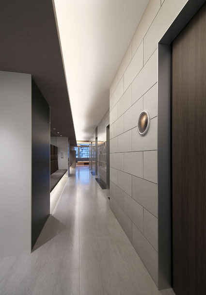 京都の眼科の診察室廊下は病院の平岡建築デザインテナントビル診