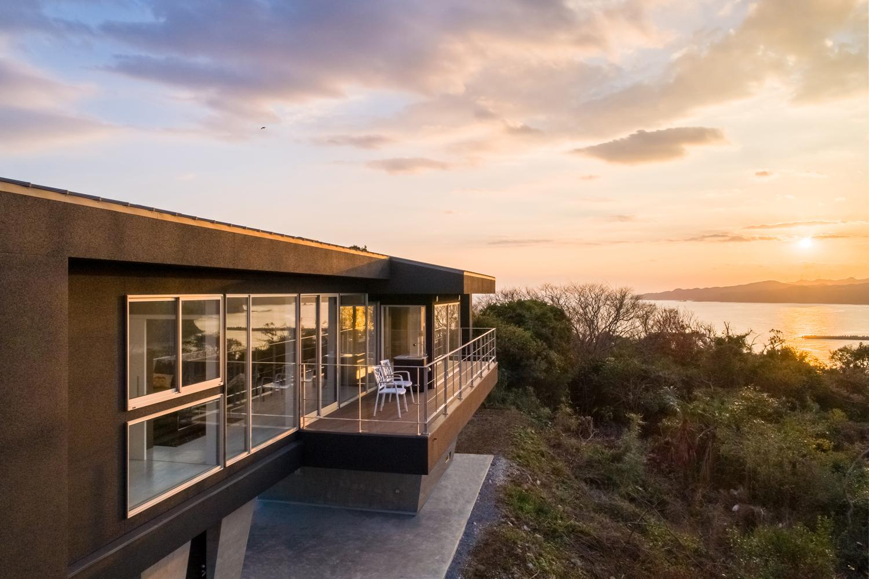 絶景のリゾート風住宅|東京と大阪で設計する建築家の新築02