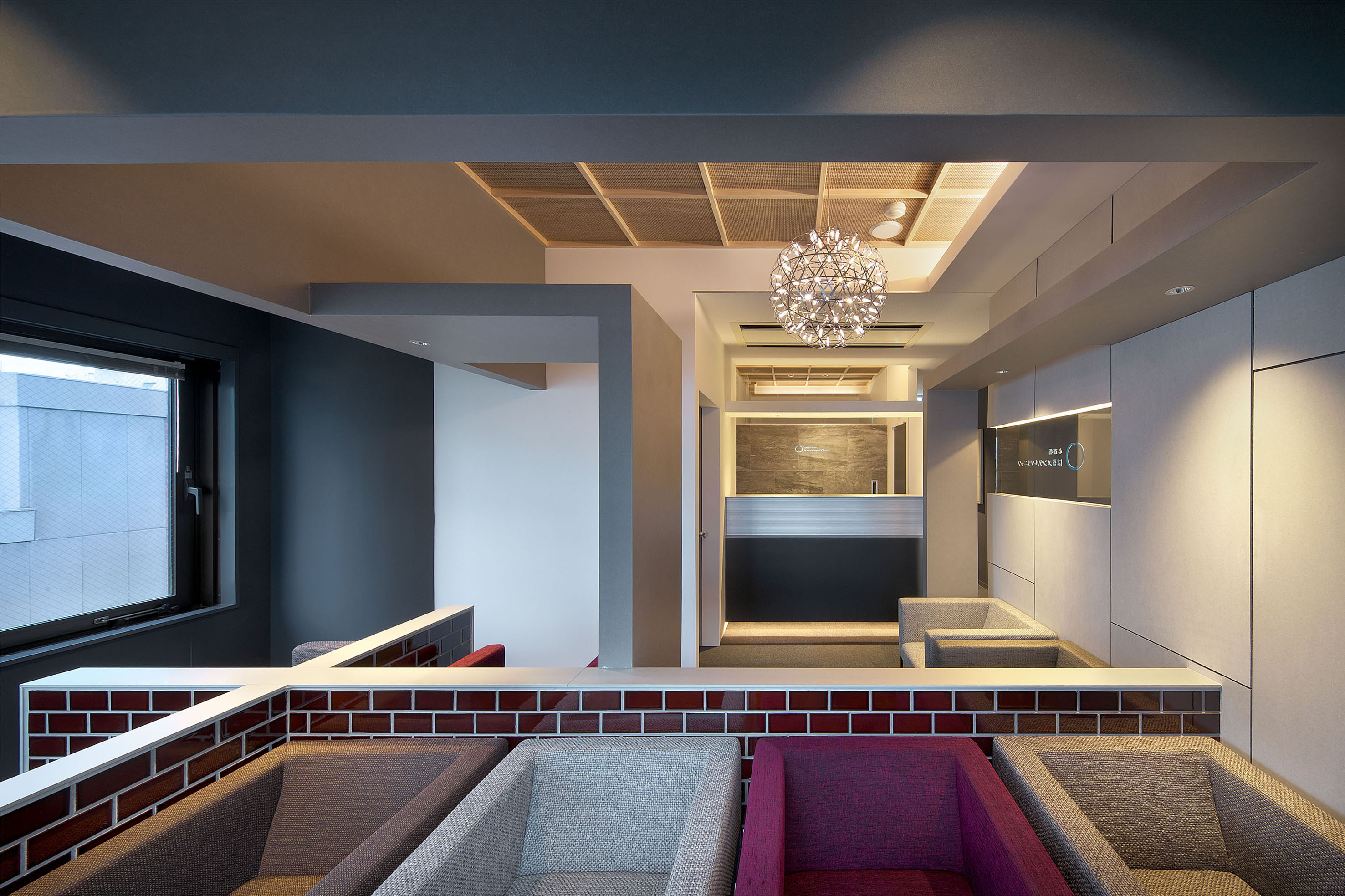 大阪の精神科の診療内科の受付は病院の平岡建築デザインテナントビル診の内装