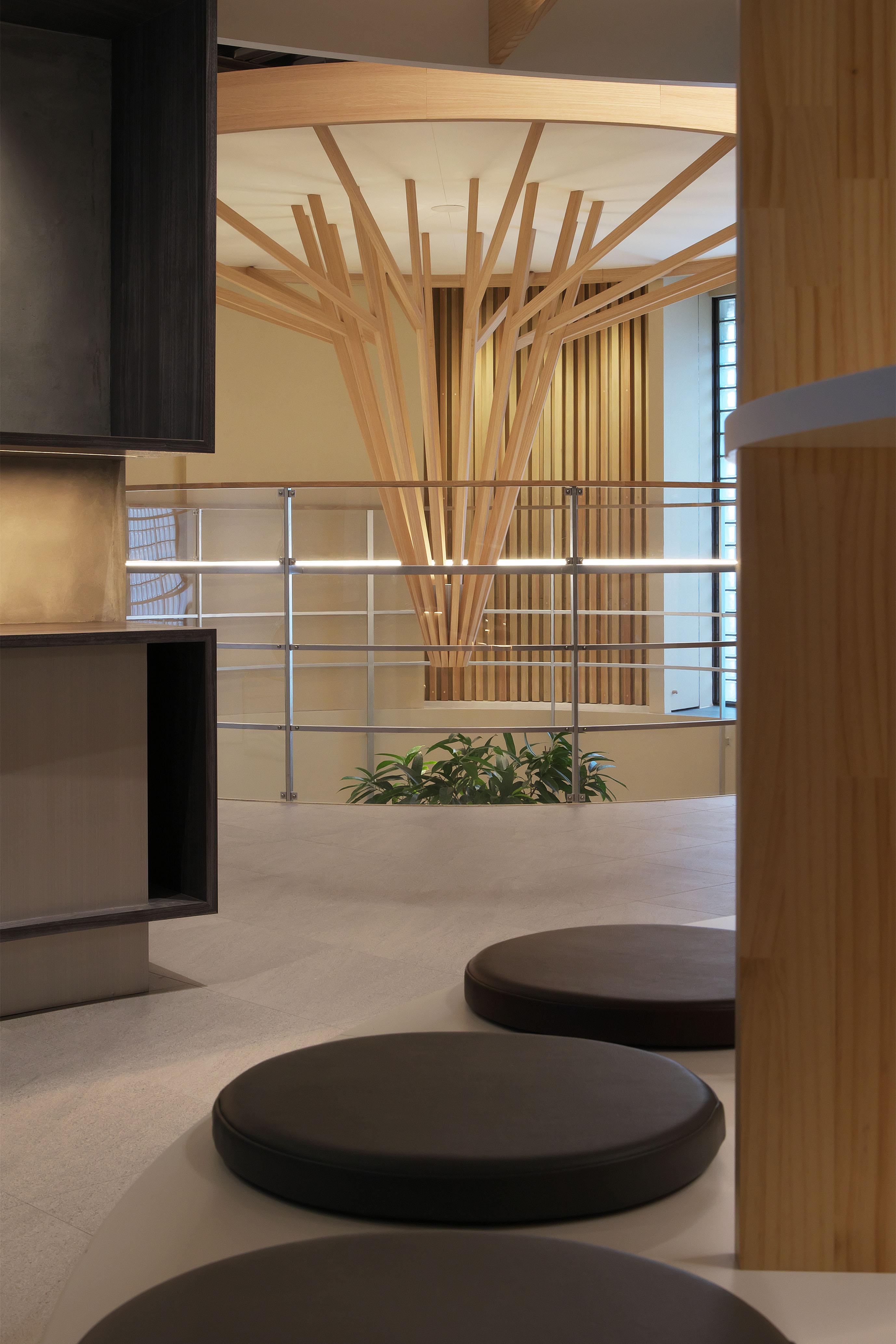 東京と大阪の設計事務所の平岡建築デザインが設計したおおやぶ内科・整形外科 は糖尿病内科あり内装